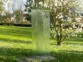 2017.04.05. Glasskulptur Antiphon nah vor blühenden Magnolien (9)a_B_Schuster